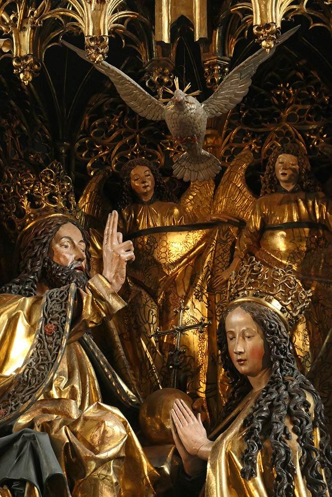 Chiesa di pellegrinaggio di St. Wolfgang, scultura in legno di Gesù e Maria sull'altare maggiore