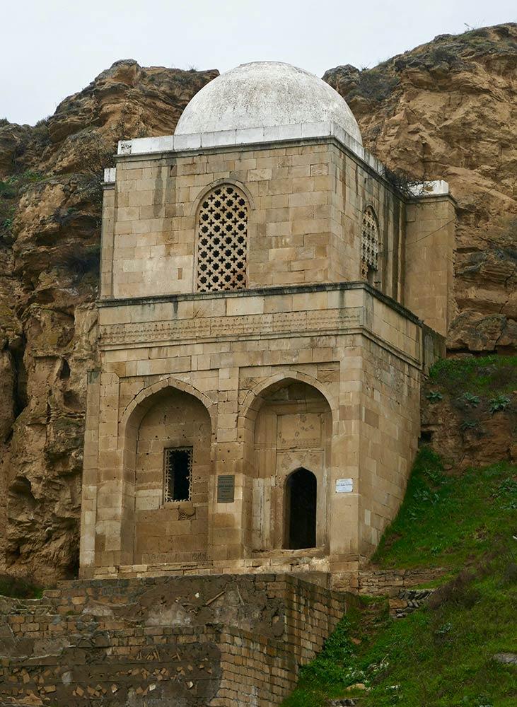 Qobustan Maraza, Mausoleo de Diri Baba