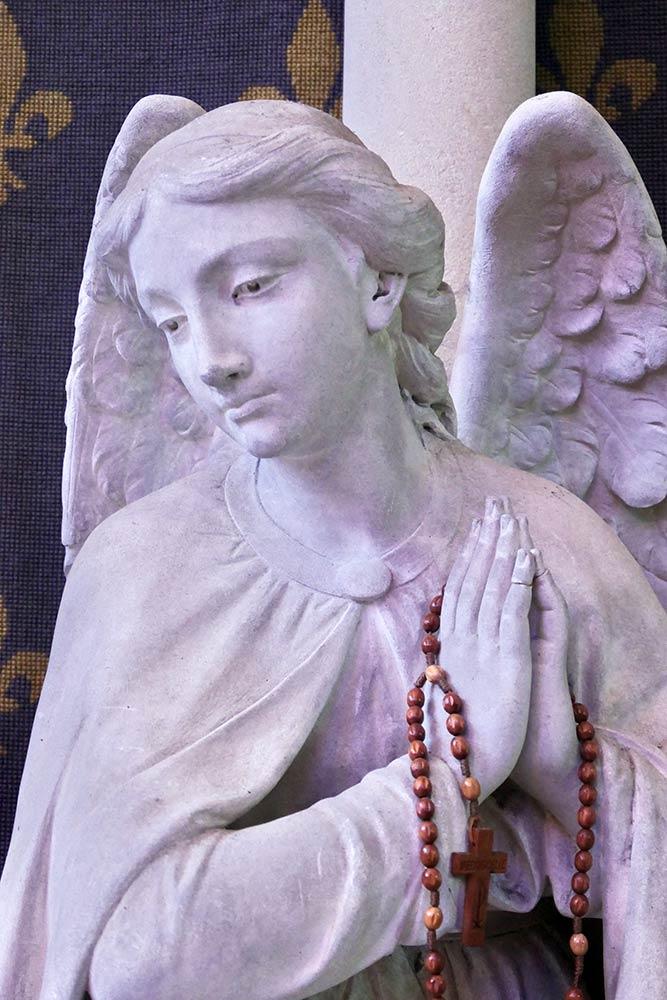 Basilique Notre-Dame de la Délivrande, Douvres-la-Délivrande, scultura di angelo