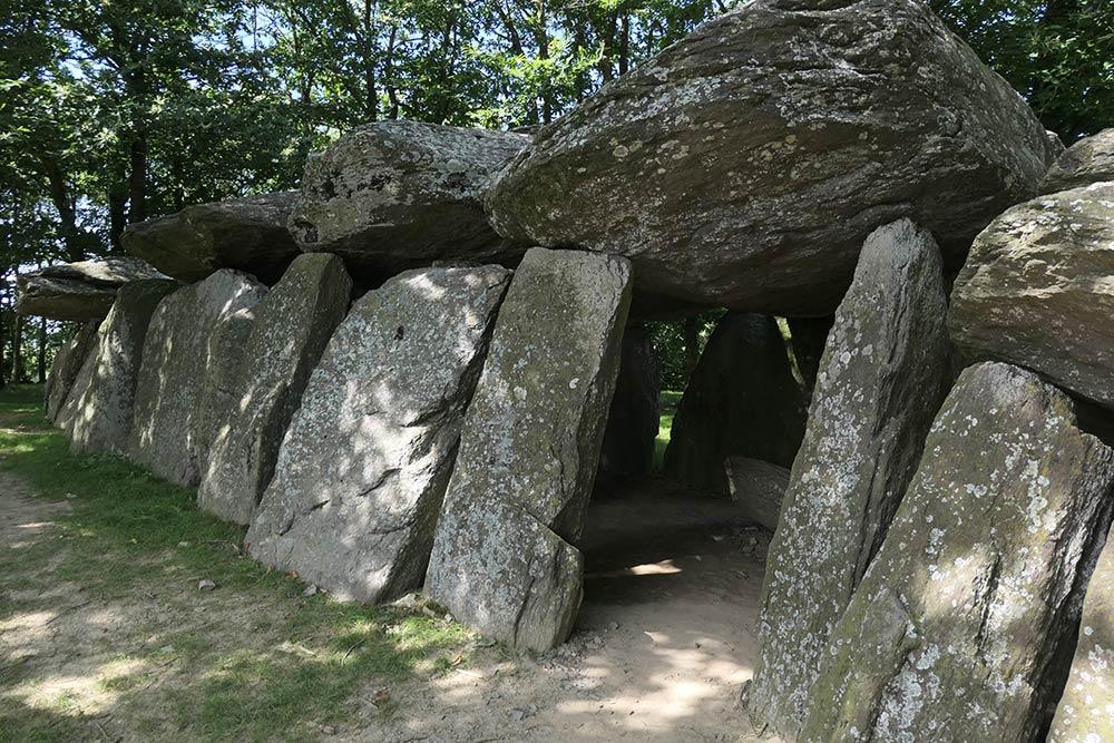 La Roche-aux-Fées, La Roche (dolmen)