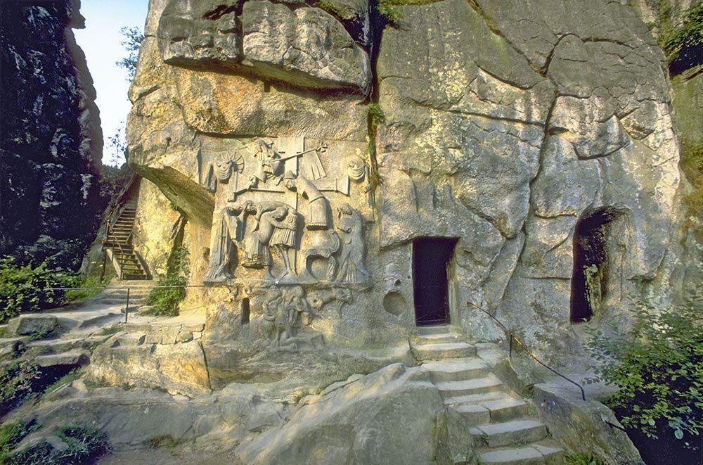 Sculture a muro e grotte di Externsteine