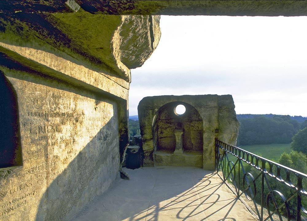 Osservatorio astronomico neolitico in cima alle rocce di Externsteine