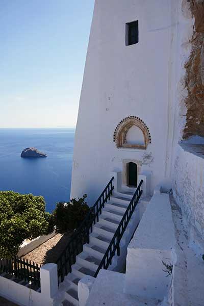 Porte d'entrée du monastère de Hozoviótissa, île d'Amorgos
