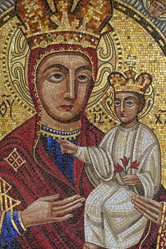 Mariapocs, Basilika unserer lieben Frau von Mariapocs, Mosaik von Maria mit Jesuskind