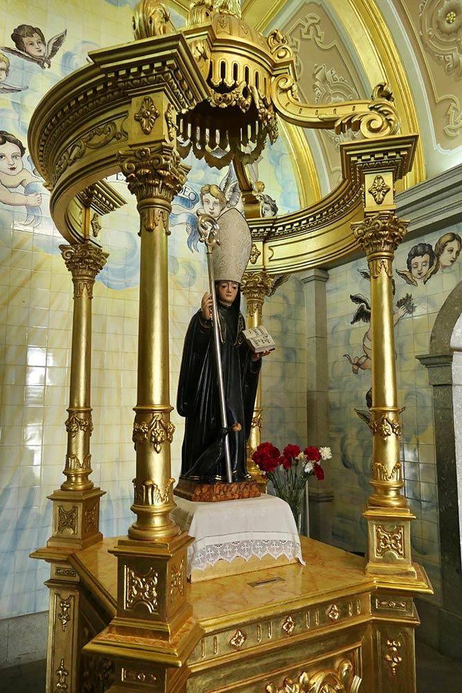 Basilica di São Bento da Porta Aberta, statua di São Bento