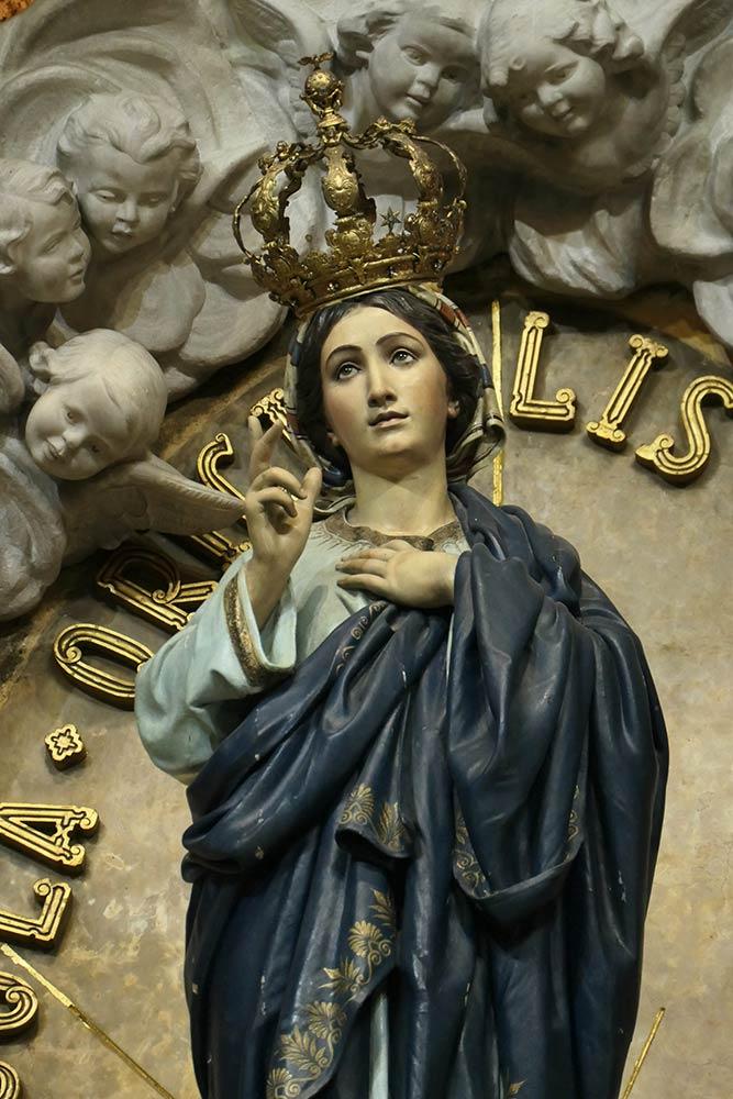 Braga, Basilica di Nostra Signora dello Sameiro, statua di Maria
