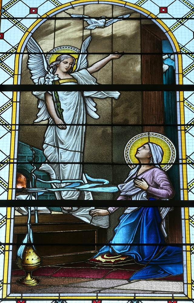 Levoca; Basilica della Visitazione della Vergine Maria, vetrata raffigurante Maria e l'angelo