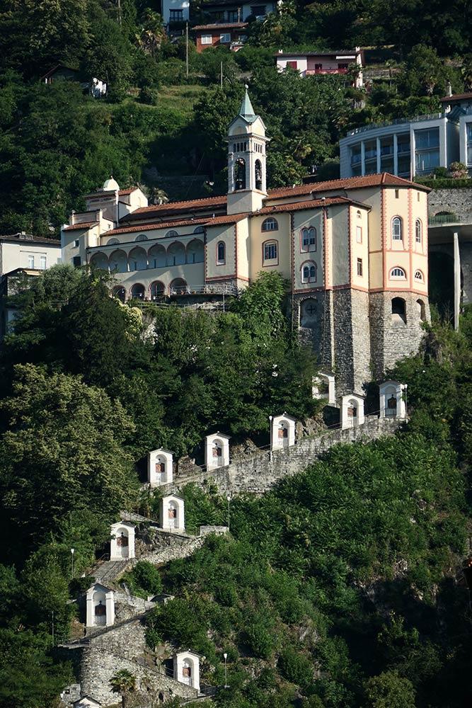 Santuario della Madonna del Sasso, Locarno, stazioni della Croce che portano alla chiesa