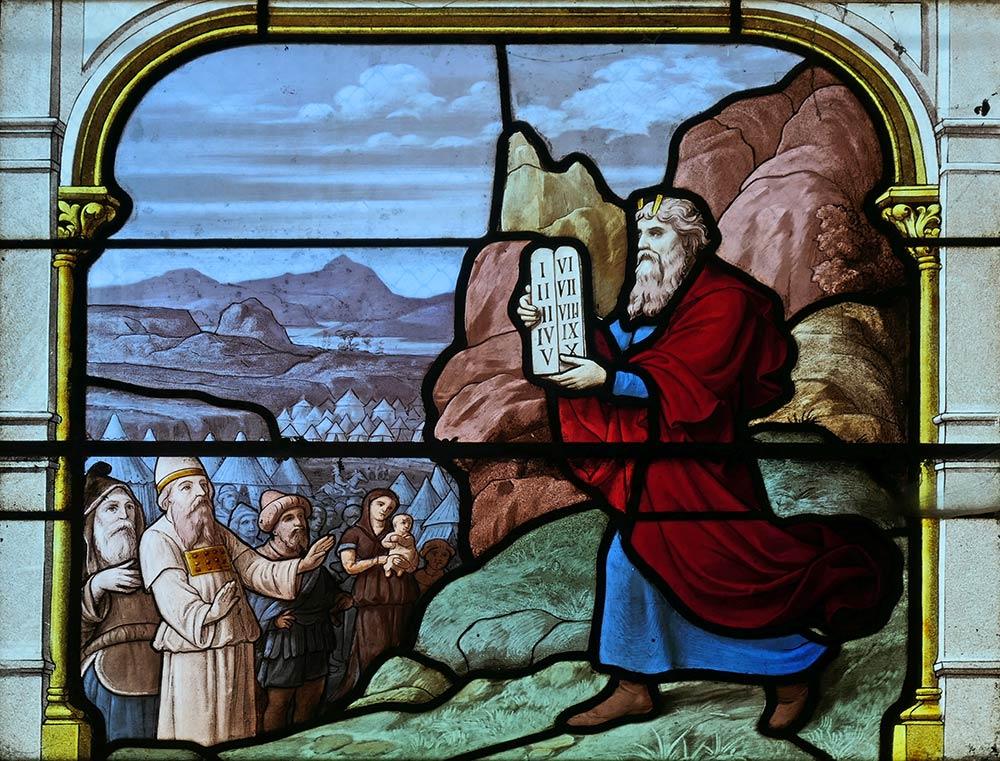 Kirche von Saint-Aignan, Chartres. Die Geschichte von Moses und den Zehn Geboten spielt in Exodus 20: 1-17 und Deuteronomium 5: 6-21.