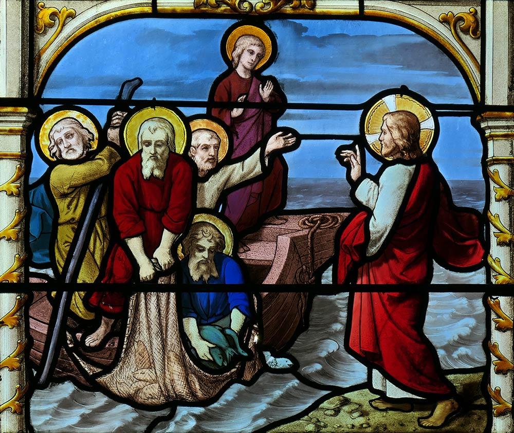 Kirche von Saint-Aignan, Chartres. Bild von Jesus und dem wundersamen Fang von Fischen, über die im Johannesevangelium berichtet wird 21: 1-14.