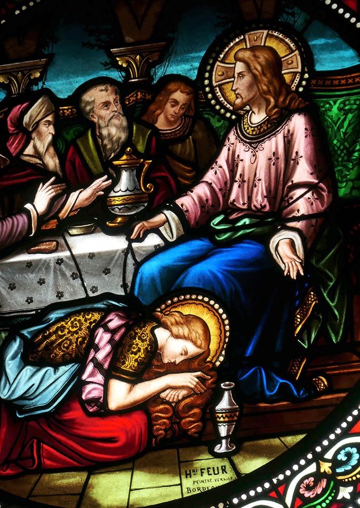 रेन्नेस ले चेटो, फ्रांस। मैरी मैग्डलीन ने यीशु के पैर का अभिषेक किया। मैथ्यू 26, मार्क 14 और जॉन 12।