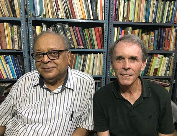 Martin con un caro amico e grande studioso dell'induismo Rana Singh, Varanasi, India, 2019