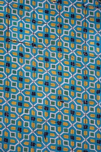 Fliesen an den Wänden der Blauen Moschee von Mazari Sharif