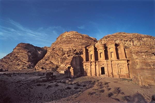 अल-दीर का नबातियन मंदिर, पेट्रा, जॉर्डन के खंडहर