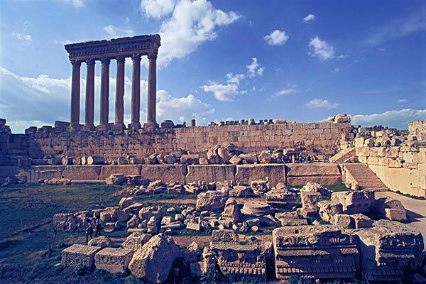 Римские сооружения на массивных до римских камнях Баальбека
